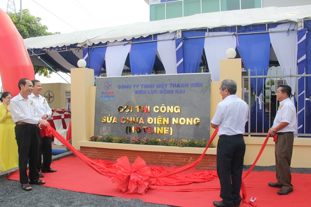 PC Đồng Nai khai trương Đội thi công sữa chữa điện nóng 1